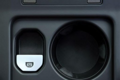 2013_Land_Rover_LR2_16