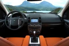 2013_Land_Rover_LR2_35