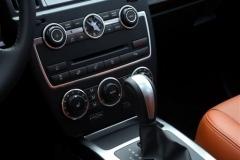 2013_Land_Rover_LR2_40