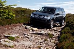 2013_Land_Rover_LR2_45