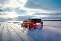 2014-Range-Rover-Sport-in-Motion-14