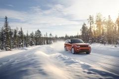 2014-Range-Rover-Sport-in-Motion-15