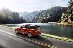 2014-Range-Rover-Sport-in-Motion-18