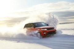 2014-Range-Rover-Sport-in-Motion-25