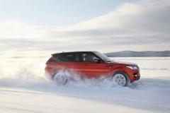 2014-Range-Rover-Sport-in-Motion-28