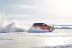 2014-Range-Rover-Sport-in-Motion-30