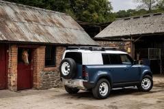 2021-Land-Rover-Defender-Hard-Top-13