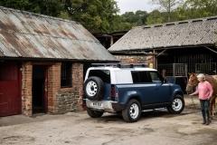 2021-Land-Rover-Defender-Hard-Top-15