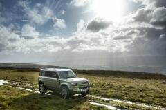 2021-Land-Rover-Defender-PHEV-10