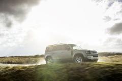 2021-Land-Rover-Defender-PHEV-14