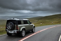 2021-Land-Rover-Defender-PHEV-23