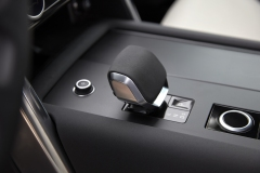 2021-Land-Rover-Discovery-Interiors-10