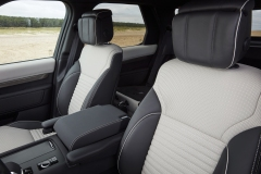 2021-Land-Rover-Discovery-Interiors-7