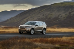 Land-Rover-Discovery-Sport-in-Iceland-Kaikoura-Stone-4