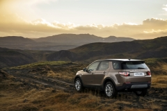 Land-Rover-Discovery-Sport-in-Iceland-Kaikoura-Stone-6