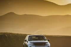 Land-Rover-Discovery-Sport-in-Iceland-Scotia-Green-10