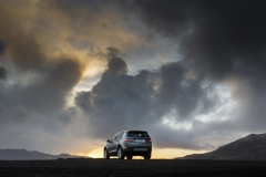 Land-Rover-Discovery-Sport-in-Iceland-Scotia-Green-11