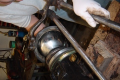 Land-Rover-Series-IIA-Day-22-Springs-on-Engine-In-013