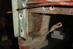 Land-Rover-Series-IIA-Day-4-DS-Wing-Removal-020