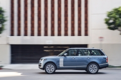 2018-Range-Rover-PHEV-in-Action-13