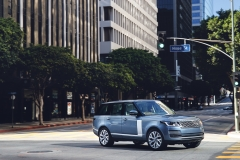 2018-Range-Rover-PHEV-in-Action-17