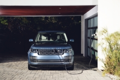 2018-Range-Rover-PHEV-in-Action-2