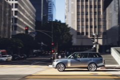 2018-Range-Rover-PHEV-in-Action-22