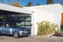 2018-Range-Rover-PHEV-in-Action-3